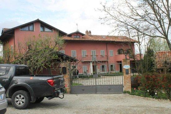 Agriturismo Il Gioco Dell'Oca : Gated entry to the bnb