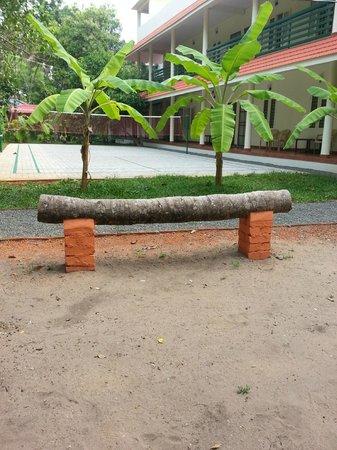 Palm Grove Service Villa: Very Innovative bench