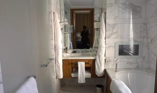 Corinthia Hotel London: The Bath! The Bath!