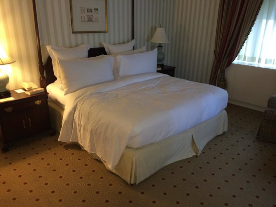 Waldorf Astoria New York: Dual aspect bedroom, big beds!