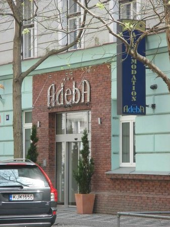 Adeba Hotel: Front entrance