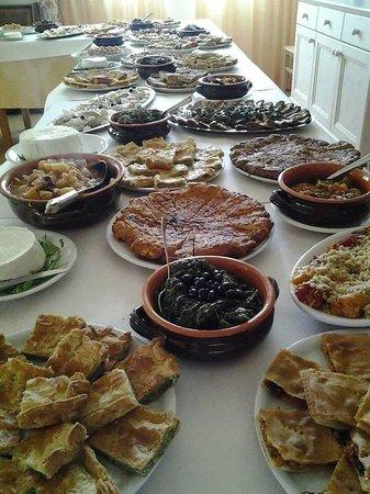 Complesso Turistico Alberghiero Delle Rose : Buffet d'antipasti il giorno di Pasquetta