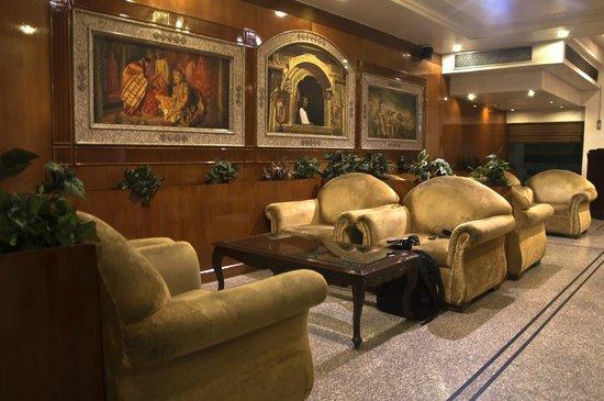 Hotel Swati Deluxe: Lobby