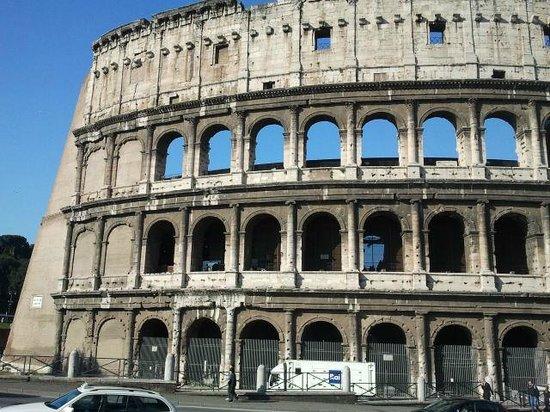 Rome Coliseum Guided Tours : The Coliseum