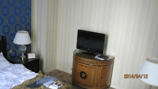 InterContinental Paris Le Grand: TV in bedroom