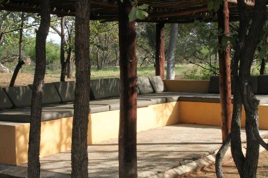 Silonque Bush Estate & Spa : Lounge bij zwembad