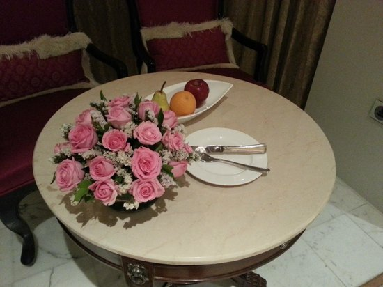 The Taj Mahal Palace: Fruits and flowers