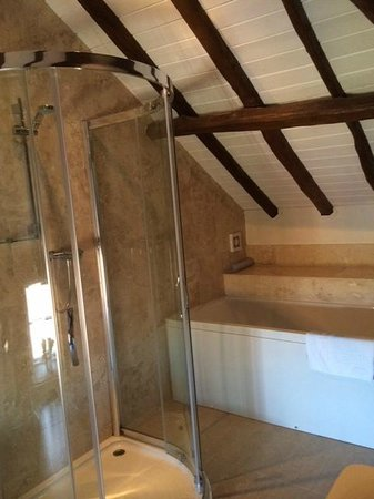 The Durham Ox : bathroom