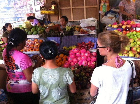 "Sandat Bali: local market mit ""mama"""