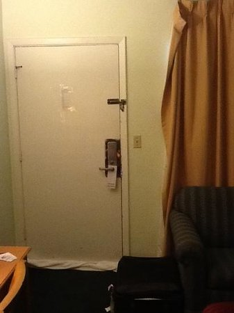 Americas Best Value Inn Holbrook : curtains falling off