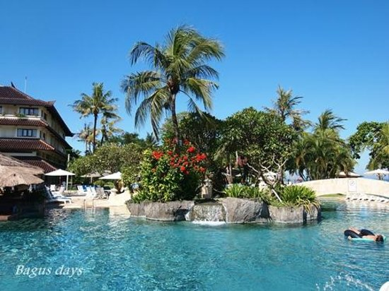 Discovery Kartika Plaza Hotel: プールは大きくて素敵