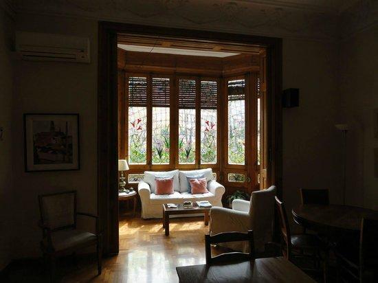 Ana's Guest House B&B: Sala de estar con vitreaux
