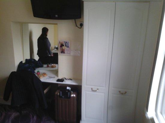 Manor Hotel: Visão do quarto