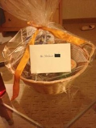 Embassy Suites by Hilton Washington-Convention Center: gift basket