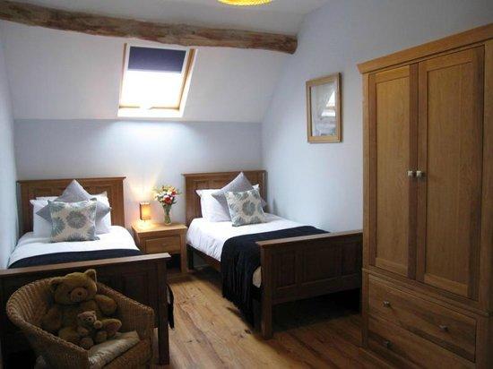 Les Petites Cigognes: Le Pluvier twin bedroom