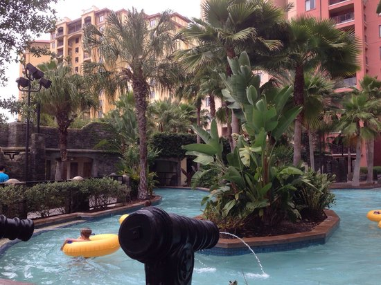 Wyndham Bonnet Creek Resort: Lazy river at one of the many pools