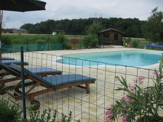 Les Petites Cigognes: Relax in and around the large heated pool
