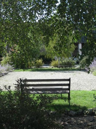Les Petites Cigognes: Relax in the shade