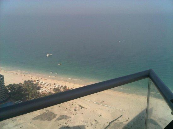 JA Oasis Beach Tower : Balcony View of Beach