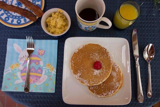 Alpine Hilltop Haus Bed and Breakfast : The great breakfast