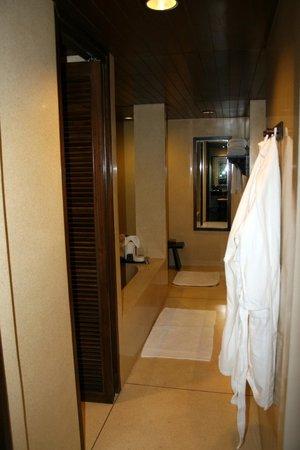 Anantara Golden Triangle Elephant Camp & Resort: Bathroom