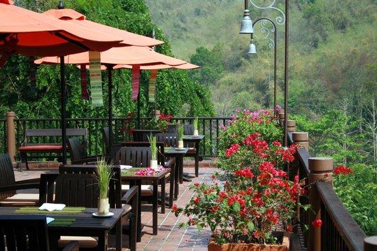 Anantara Golden Triangle Elephant Camp & Resort: Main restaurant verandah