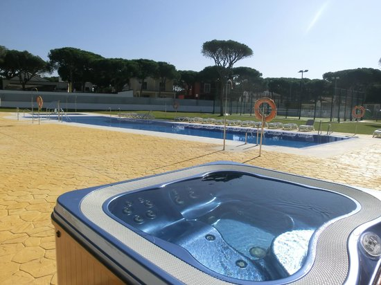 Al Sur Apartamentos Turisticos: Jacuzzi y piscina
