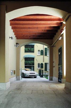 Residenza Ascanio Sforza : Parcheggio interno - Indoor parking