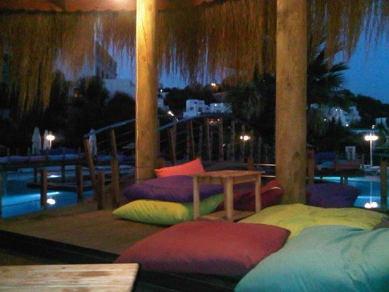 Salmakis Resort & Spa: Relaxing deck above pool