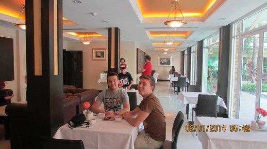 Qiu Hotel Sukhumvit: breakfast lounge