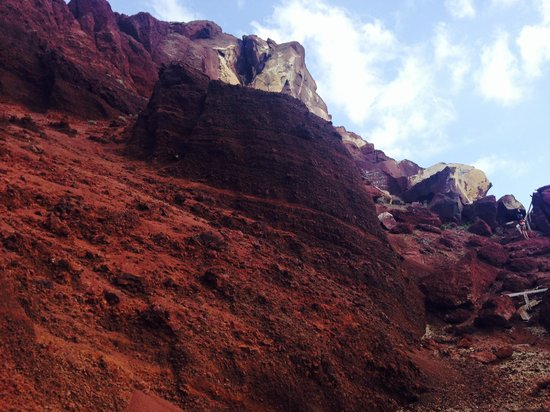 Red Beach: look at that volcanic rock
