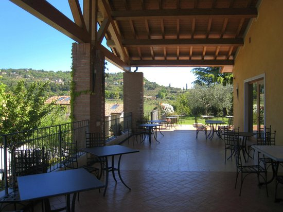 Il terrazzo - Picture of Trattoria Villa, Cavaion Veronese - TripAdvisor