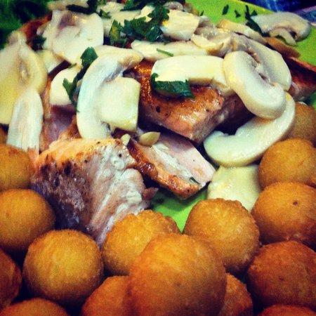 Al Andaluz: Salmão com champignon