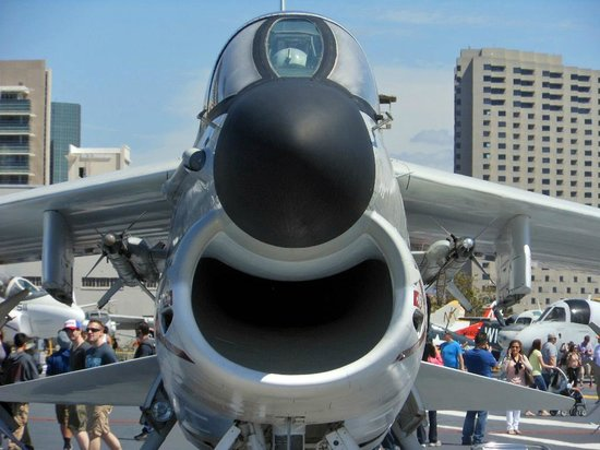 Musée de l'USS Midway : Appears to be one happy plane.