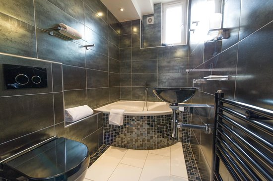 Ideal Sejour Hôtel: Salle de Bain de La Chambre 24: Le Dahlia Noir