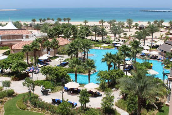 The Ritz-Carlton, Dubai: BLICK AUF POOLANLAGE