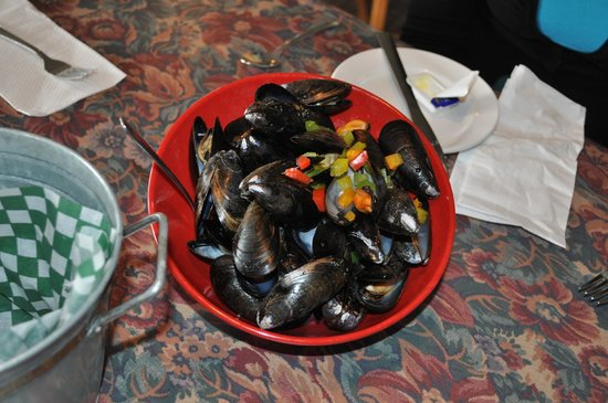 Seaside Restaurant: Our Mussels . . . steamed to perfection . . . Great Appetizer or Lunch