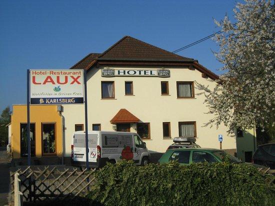 Hotel Laux: Hotel dalla strada verso Nord