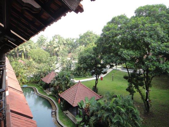 Sheraton Mustika Yogyakarta Resort and Spa : 部屋から見る庭