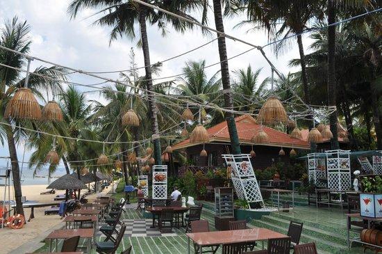 Saigon Phu Quoc Resort: plage et resto