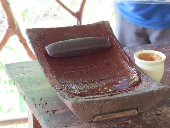 Cayequest Private Tours : Making chocolate the traditional method