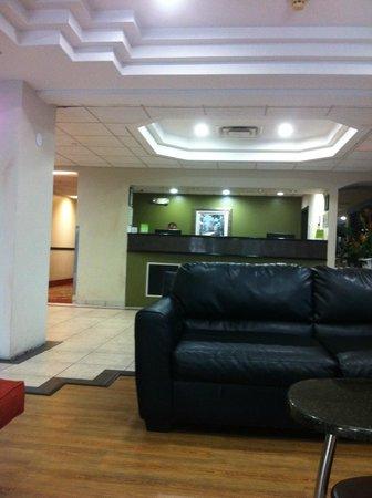 La Quinta Inn & Suites Orlando Universal Area: lobby
