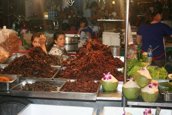Hua Hin Night Bazaar: marinated pork at one of the market restaurants