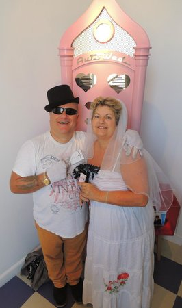 Camera Obscura und Welt der Illusionen: Wedding vending machine -very funny experience