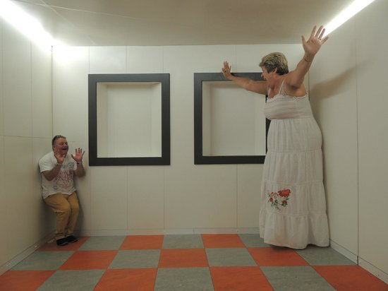 Camera Obscura und Welt der Illusionen: Illusions- plenty of fun,and a great photo opportunity
