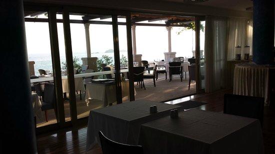 Hotel More: breakfast room & restaurant