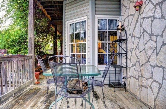 Equinox Inn at Biscuit Hill : Back porch near the breakfast nook.  Everywhere around the house there are many places to sit.