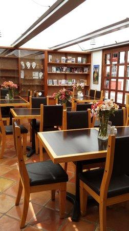 Axkan Arte Hotel : Место для завтраков и ужинов, отдыха с книжкой
