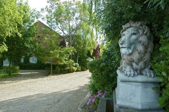 Brackenborough Hotel: Entrance to the hotel