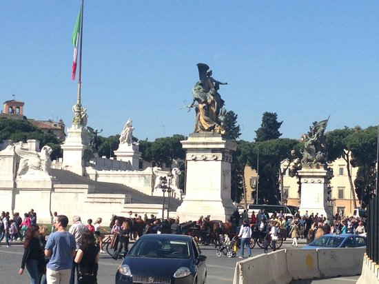 Monumento a Vittorio Emanuele II: Base of the monument